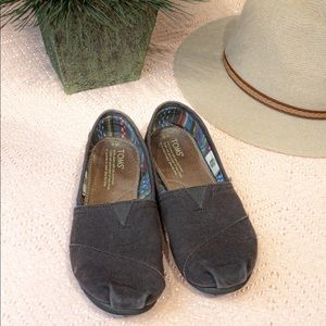 Brown toms size 8.